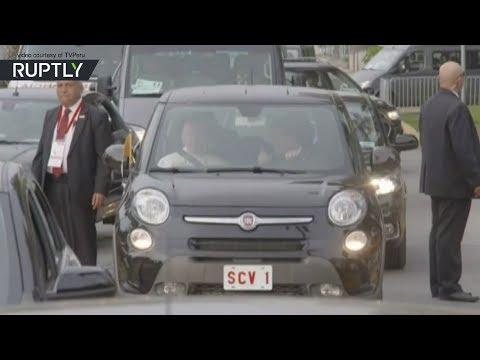 موكب البابا يقع في ازدحامات مرورية خانقة