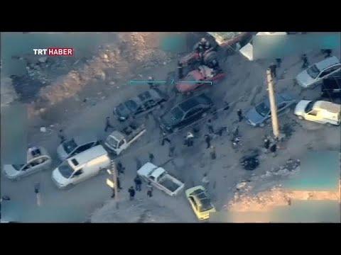 بالفيديو مقاتلين أكراد يمنعون مدنيين من الرحيل