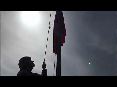 شاهد لحظة رفع العلم التركي على مدينة عفرين السورية