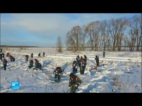 الثلج يعيق التحقيق في أسباب تحطم الطائرة الروسية