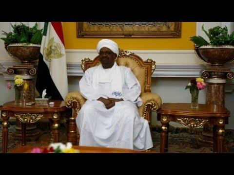 شاهد الرئيس السوداني يلتقي نظيره المصري في القاهرة