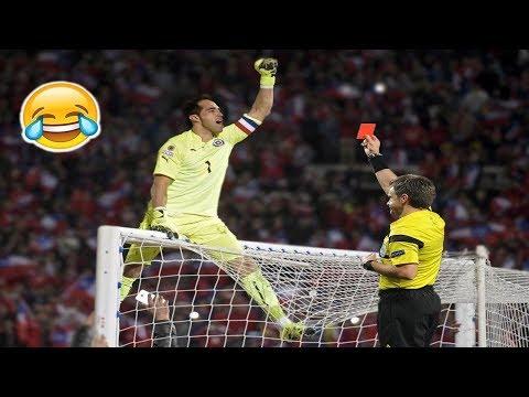 أغرب اللقطات المحرجة والمضحكة في ملاعب كرة القدم
