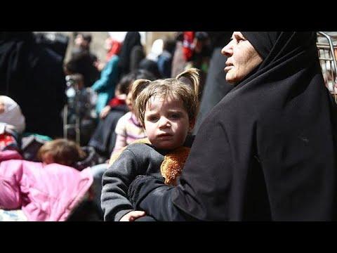 شاهد استمرار خروج المدنيين من الغوطة