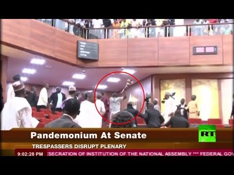 لصوص يتسللون إلى داخل مبنى برلمان نيجيريا