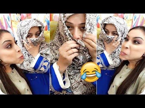 الفنانة أبرار الكويتية تحرج والدتها