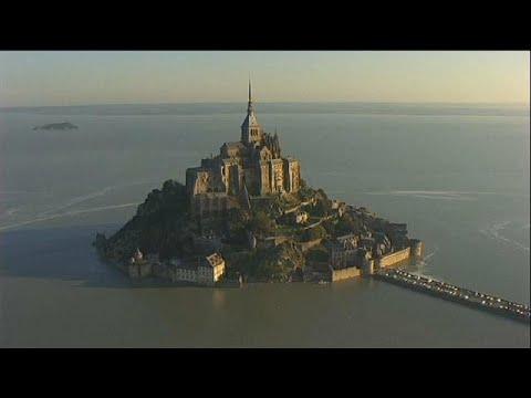 شاهد إخلاء جزيرة مون سان ميشيل الفرنسية
