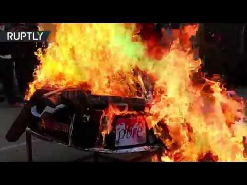 شاهد أرمن حلب يحرقون رموزًا تركية في مدينة حلب
