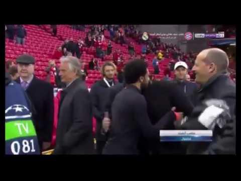 شاهد لحظة دخول محمد صلاح إلى ملعب انفيلد