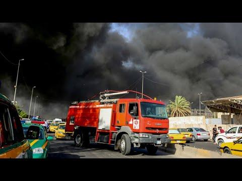 شاهد حريق كبير يلتهم أكبر مخازن صناديق الاقتراع في بغداد