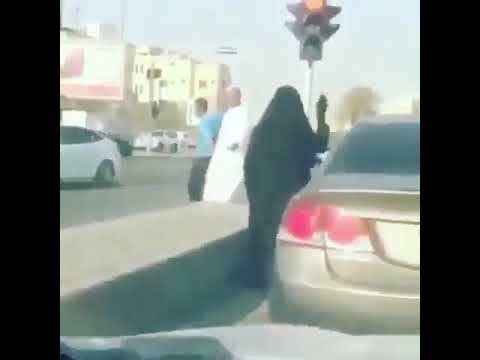 شاهد مشادة بين سيدتين سعوديتين على أولوية المرور