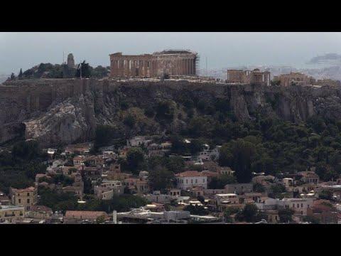 شاهد حي انافيوتيكا اليوناني يقاوم الزمن على سفح هضبة الأكروبول