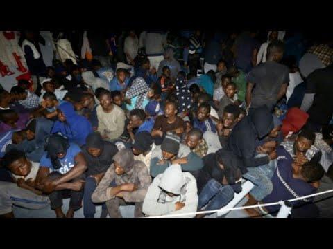 شاهد الشرطة الإسبانية توقف عصابات تهريب المهاجرين وتبيعهم كعبيد