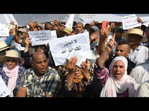 شاهدآلاف التونسيين يتظاهرون ضد إصلاحات لجنة رئاسية تقترح المساواة في الإرث