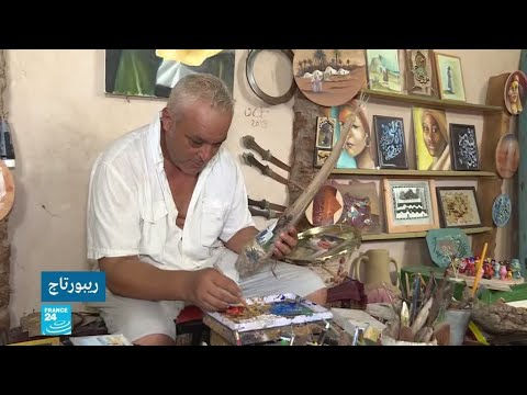فنان تونسي يحول النفايات الى أعمال فنية