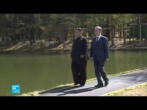 شاهد زعيمي الكوريتين في انسجام ووئام على أعلى قمة لشبه الجزيرة