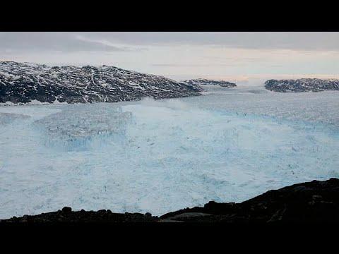 شاهد انهيار قطعة عملاقة من جبل جليدي في غرينلاند