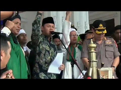 شاهد مثليو إندونيسيا يخشون خطاب الكراهية الذي انتشر مؤخرًا مع الحملات الانتخابية