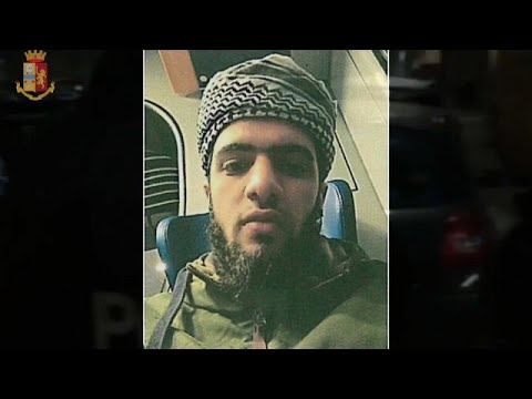 شاهد الشرطة الإيطالية تعتقل شابًا مصريًا ينتمي إلى تنظيم داعش