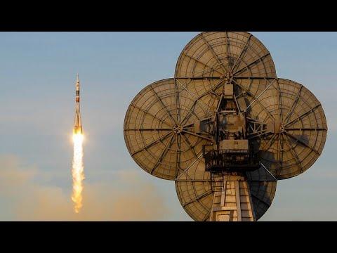 روسيا تطلق صاروخ سويوز في رحلة مأهولة إلى محطة الفضاء الدولية