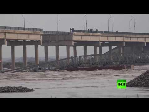 شاهد السيول تجرف جسر الشرقاط فوق نهر دجلة في العراق