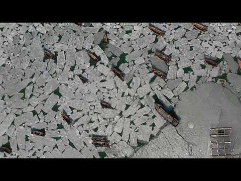 شاهد مياه البحر المتجمدة تُحاصر مئات القوارب في الصين