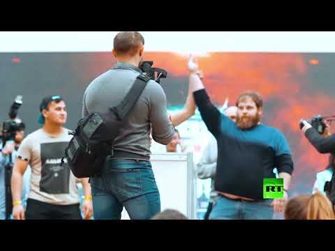 شاهد روسيون يتنافسون على جائزة بطولة تبادل الصفعات
