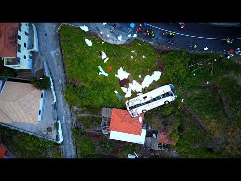 شاهد مقتل 29 سائحًا ألمانيًا في انقلاب حافلة في جزيرة ماديرا البرتغالية