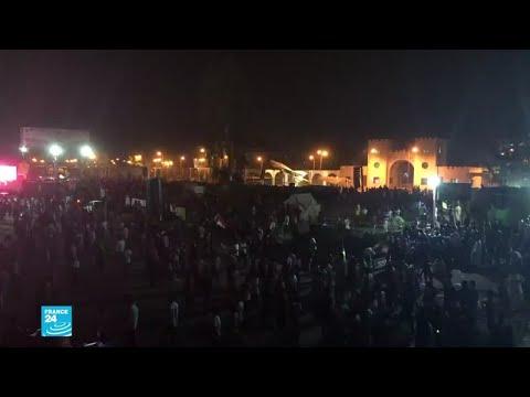 شاهد آلاف المتظاهرين في الخرطوم يطالبون بتسليم السلطة إلى حكومة مدنية