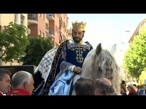 ملوك وأحصنة مزركشة في مهرجان خيول الخمر بإسبانيا