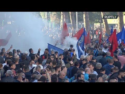 شاهد مظاهرات حاشدة في ألبانيا معارضة للحكومة ومؤيدة للتوجه الأوروبي