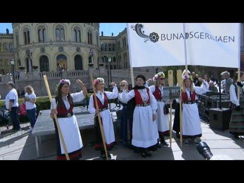 شاهد مظاهرات نسائية في النرويج للمطالبة بإغلاق مستوصفات الولادة
