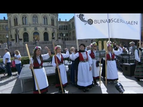 مظاهرات نسائية في النرويج للمطالبة بإغلاق مستوصفات الولادة