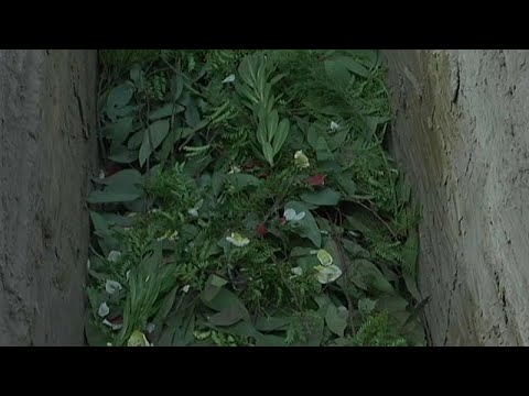 مقابر في استراليا لدفن المسيحيين بالكفن فقط دون تابوت ولا شاهد