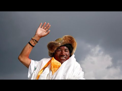 النيبالي شيربا يسجل رقما قياسيا جديدا في تسلق قمة إفرست