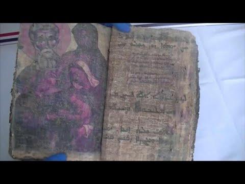 شاهد توقيف 3 أشخاص في تركيا خططوا لبيع كتاب تاريخي