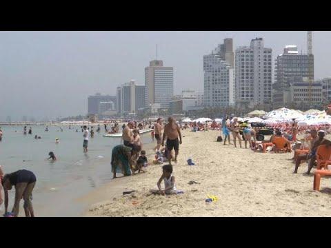 شاهد مستوطنو إسرائيل يلجأون للشواطئ هربًا من موجة الحر الشديدة