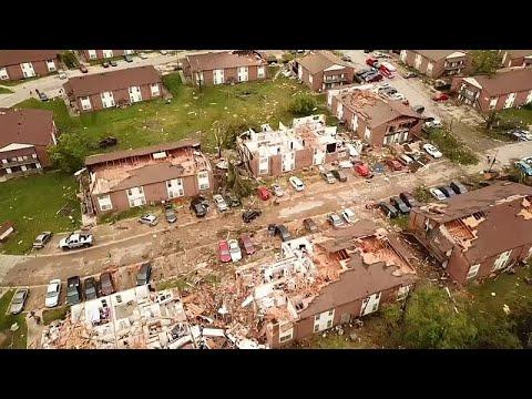 إعصار في ولاية أميركية يدمر المباني ويقتلع الأشجار ويقتل 3 أشخاص
