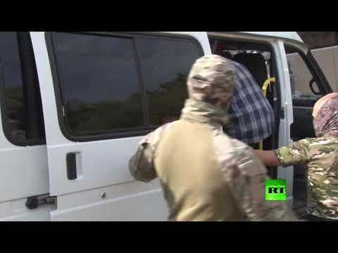 شاهد الأمن الروسي يعتقل مجموعة من أنصار  التحرير الإسلامي في القرم