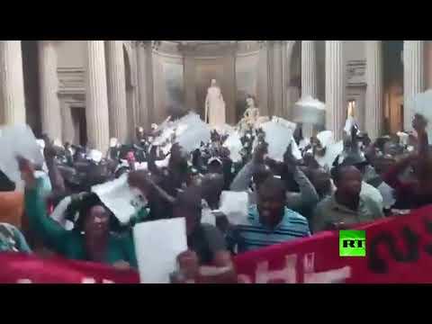 شاهد صراخ المهاجرين يهزّ أروقة مقبرة العظماء في باريس