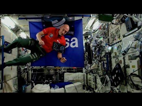 مراسل يتحول إلى أول دي جي يقدم عرضًا موسيقيًا من الفضاء