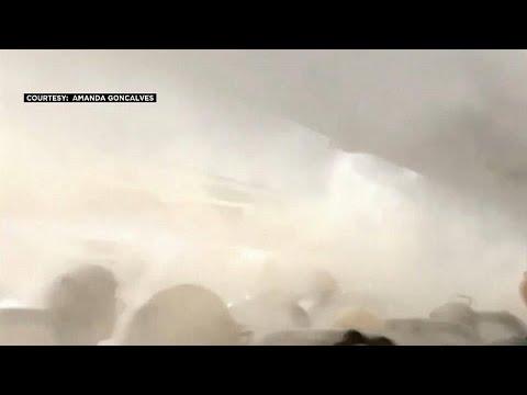 موجة من الضباب تملأ مقصورة طائرة في الولايات المتحدة الأميركية