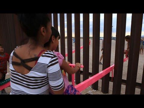 أراجيح لتقريب الأولاد عند الحدود الأميركية المكسيكية تتحدى ترامب