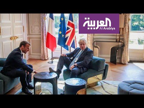 بوريس جونسون يتصرف في قصر الرئاسة الفرنسية وكأنه في بيته