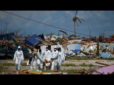 شاهد العاصفة أومبرتو تضرب جزر الباهاماس مصحوبة بأمطار غزيرة