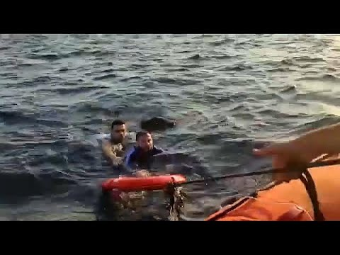 شاهد إنقاذ 14 مهاجرًا والبحث عن طفل مفقود في تركيا