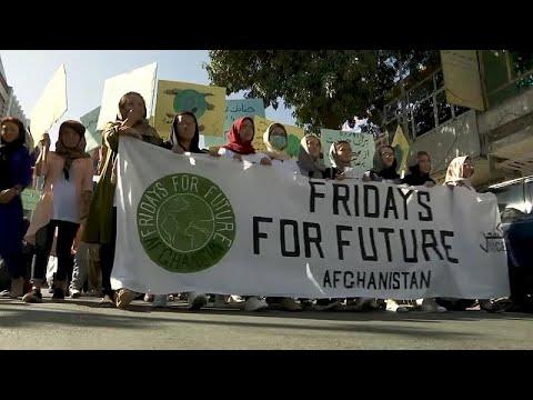 شاهد متظاهرون أفغان في مسيرة في كابول ضد تغيير المناخ