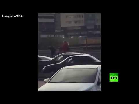 شاهد سارقة الجمل تخترق الزحام في مدينة روسية