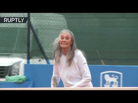 شاهد مُعمّرة أرجنتينية تلعب التنس في الـ85 من عمرها