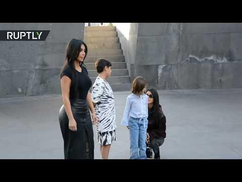 كيم كارداشيان تجذب معجبيها أثناء زيارة نصب تذكاري لـ ضحايا إبادة الأرمن