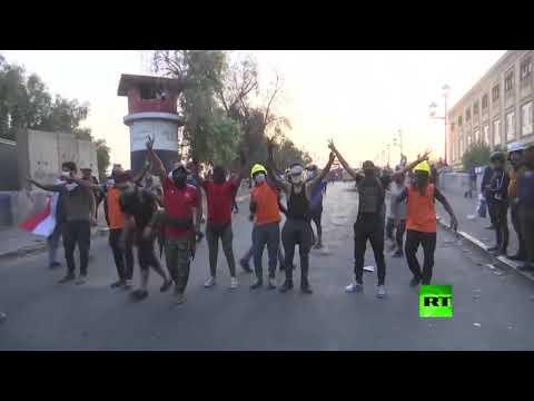 متظاهرون يسيطرون على جسر حيوي ثالث في بغداد